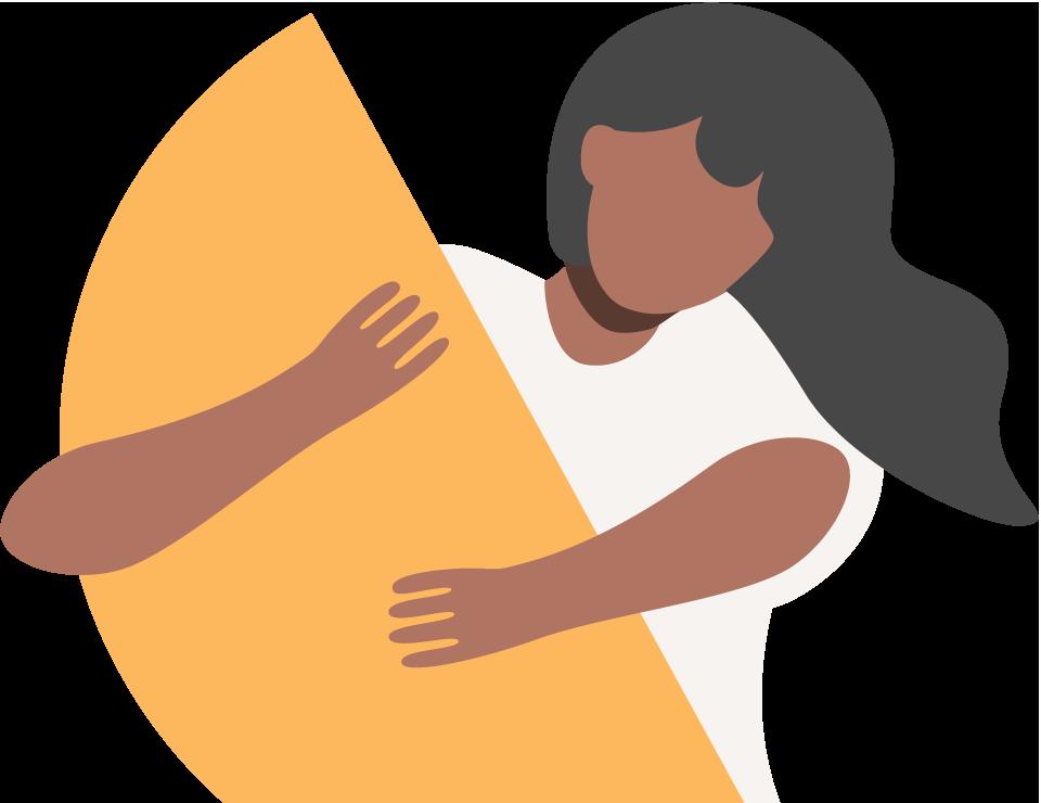 Uma mulher vestindo uma camisa branca segurando uma forma de semicírculo dourado